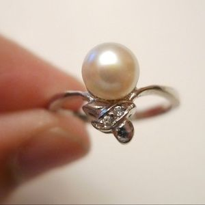 Jewelry - XOXO white cultured pearl ring